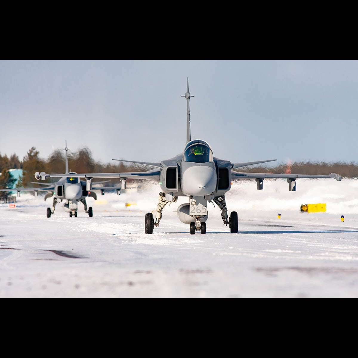 Swedish Air Force Gripens taxiing out in the snow