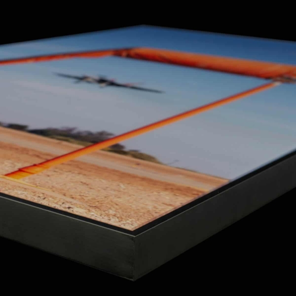 Close-up of a photo between plexiglass and dibond with a floater frame.