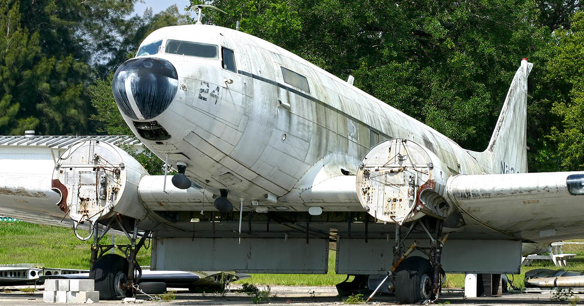 Blckbrd Douglas DC-3 Dakota Wing Blackbird Aviation